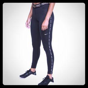 🤩Nike Pro-Fit leggings Black/Gold🤩